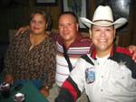 Wigberto Castellano con su esposa y Carlos Luis Pérez (Kit Carson)