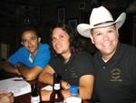 Felipe Burgos, Peter Zambrana y Carlos Luis Pérez (Kit Carson).  Peter y Kit Carson lucen la camisa del Encuentro de los Shaggies que ya está disponible.