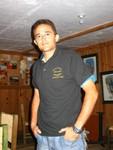 El modelo estrella Felipe, modelando la camisa del Encuentro de los Shaggies.