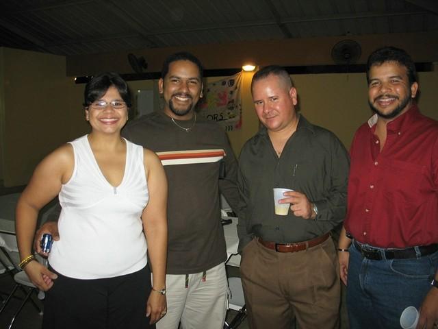 Frances Cristina Rivera (Cristi) y su esposo Juan, Wigberto Castellano y Paquito.