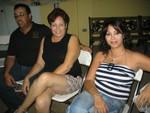 Reynaldo y su esposa, y Sonia Meléndez.